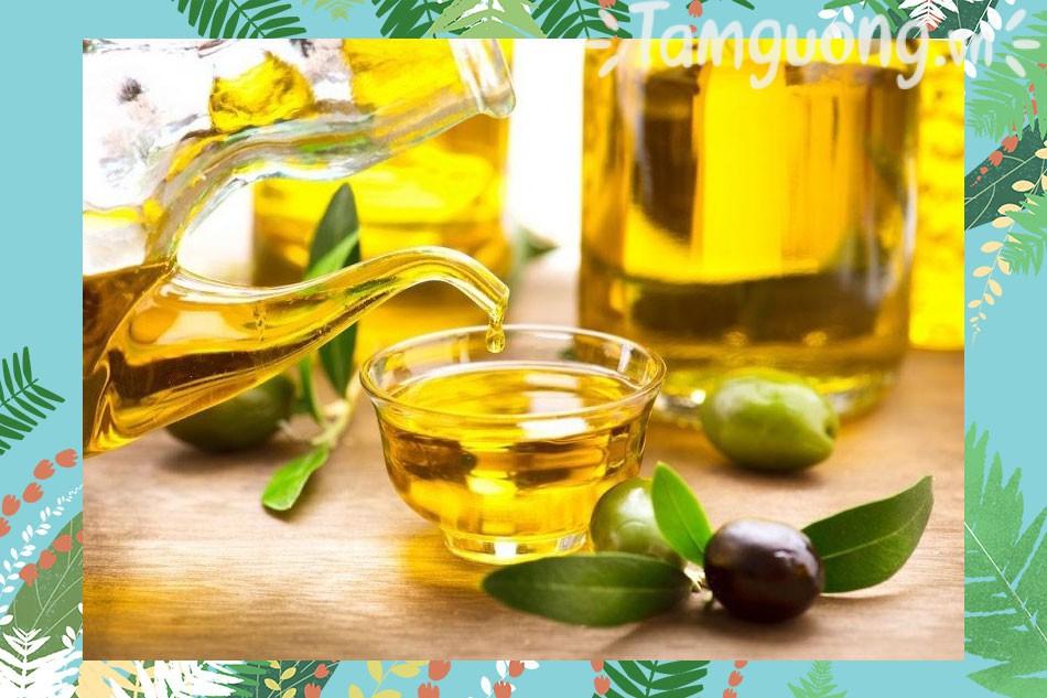 Dầu Olive còn chứa chất oxy hóa giúp trẻ hóa làn da môi, tăng độ đàn hồi