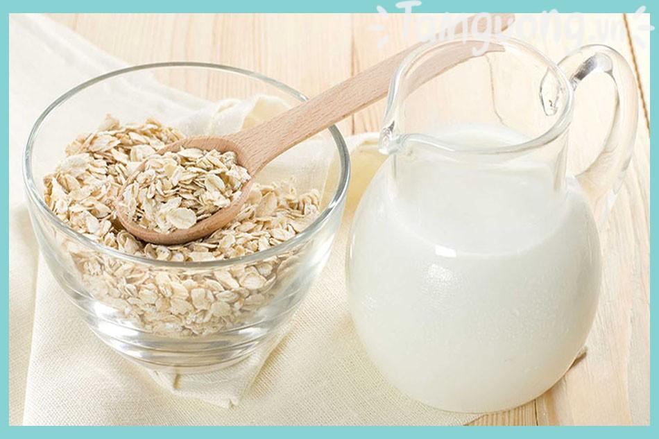 Bột yến mạch trị mụn và sữa tươi