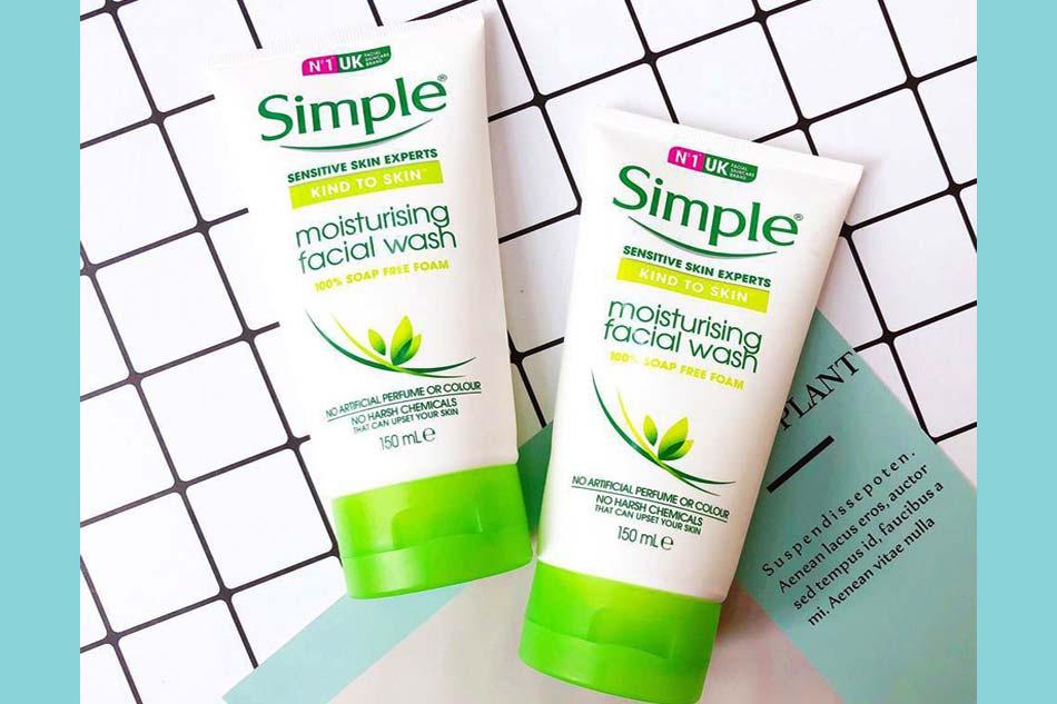 Sữa rửa mặt dành cho da khô Simple Kind To Skin Moisturising Facial Wash