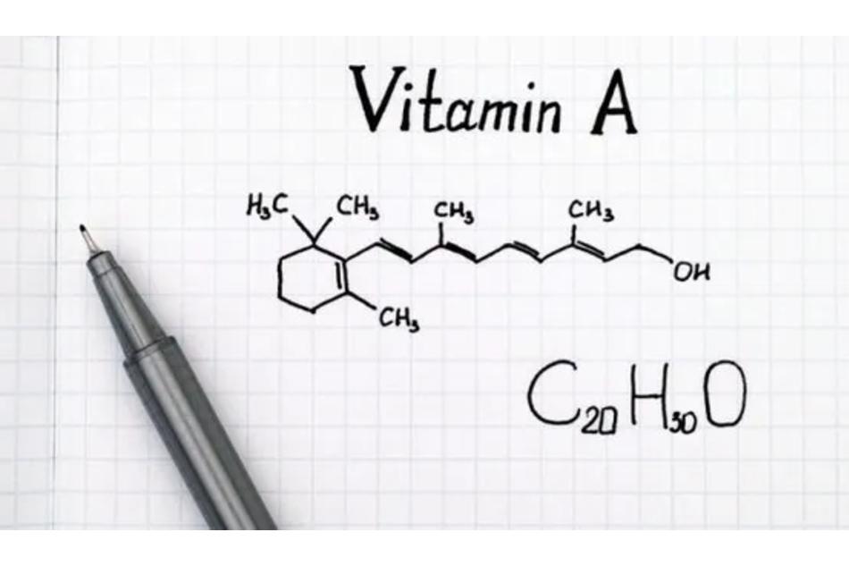 Tretinoin là một chất chuyển hóa có hoạt tính sinh học của vitamin A, thuộc họ Retinoids.